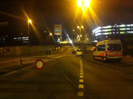 00.30 Uhr: Die Strassen rund um das Areal sind abgesperrt