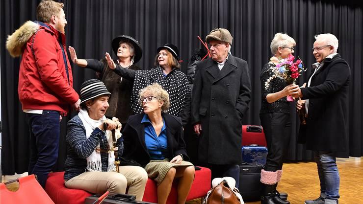 Die Theatergruppe Winznau während einer ihrer Proben. Dieses Jahr sollte der Text extra früh sitzen.