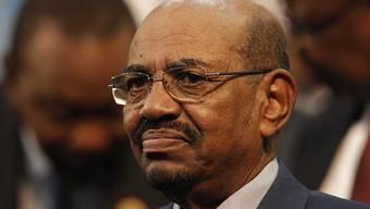 Nach dem Putsch gegen ihn gerät auch sein Umfeld ins Visier des Militärs: der abgesetzte Langzeitpräsident Omar al-Baschir. (Archivbild)