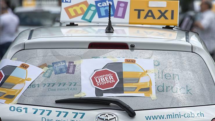 Basler Taxifahrer protestieren gegen Uber. (Archiv)