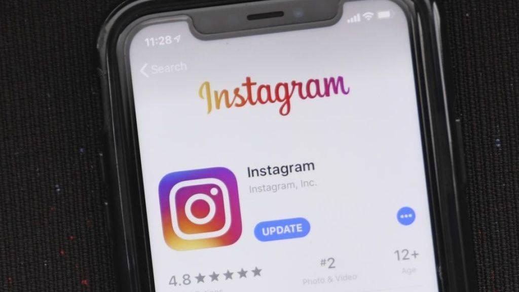 Instagram-Nutzer können in Zukunft vermeintliche Fake News melden. (Archivbild)