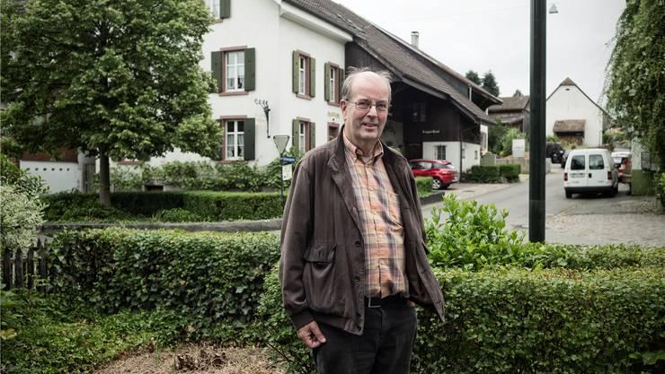 Nichts gewesen: Hans Weber von der Solargenossenschaft vor dem Guggerhuus, das nun keine Solaranlage erhält.