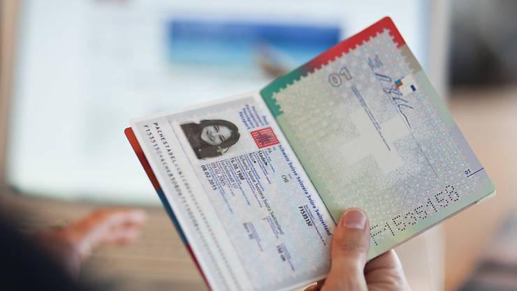 Der Pass taugt zur Identifikation an der Grenze. Im Internet ist er zu umständlich. Darum will der Bundesrat eine elektronische ID einführen. (Symbolbild)
