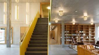 Das Areal der Kalkbreite in Zürich kombiniert privates Wohnen und Gemeinschaftsräume. Neben Kinos und Cafés findet man hier auch stille Ecken zum Lesen und Verweilen. Fotos: Vitra Design Museum
