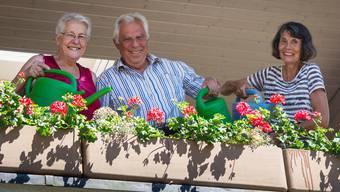 Erna Staub (links) und Nico Höchli engagieren sich für die Nachbarschaftshilfe, die aus einer Diplomarbeit von Hanni Käch hervorging. Dominic Kobelt