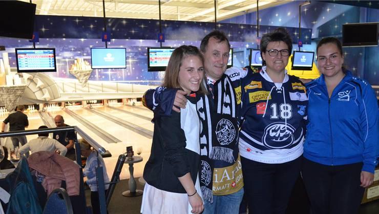 Die Bowlingbahn ist ihre neue Wirkungsstätte: Thomas und Esther Schäublin mit ihren Töchtern Anja (links) und Andrea.