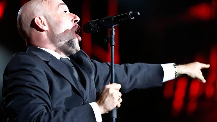 Der Graf von Unheilig gab alles auf der Bühne und beendete das Moon and Stars Musikfestival 2012 auf der Piazza Grande in Locarno