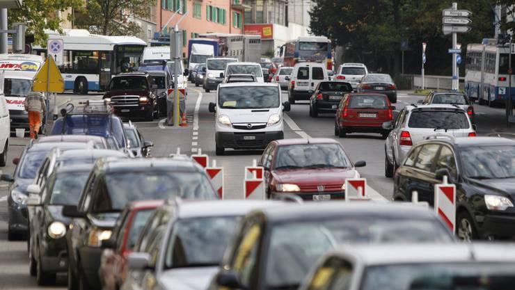 Staus und viel Verkehr sind an der Rosengartenstrasse Alltag