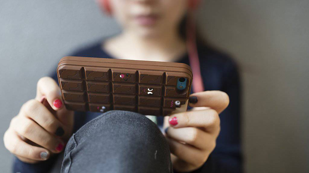 Wie sollen Kinder und Jugendliche mit dem schier unendlichen Angebot der digitalen Medien umgehen? Das Sorgentelefon 143 hilft künftig ratlosen Eltern. (Symbolbild)