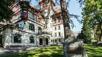 Die Militärkantine auf der St. Galler Kreuzbleiche ist ein eigensinniger Riegelbau, der um 1900 als Offiziersunterkunft gebaut wurde und heute unter Denkmalschutz steht.
