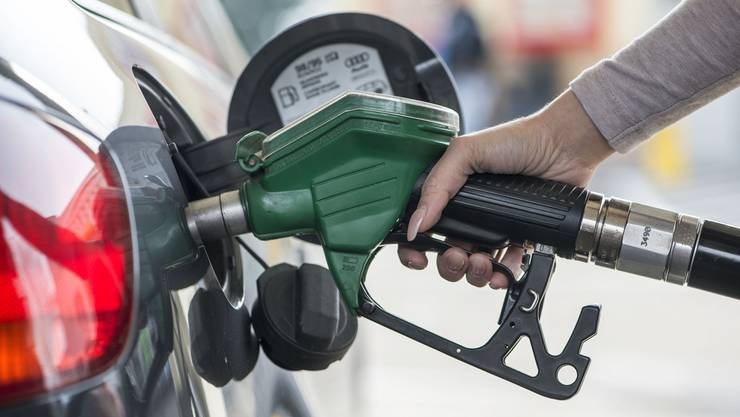 Wer vier herumkommt, bemerkt, dass von Ort zu Ort die Benzinpreise stark variieren können.