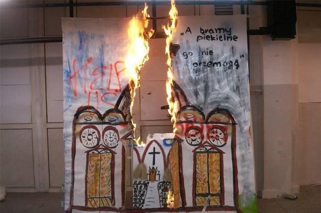 Bis die Kirche brennt: «Them» von Artur Zmijewski.