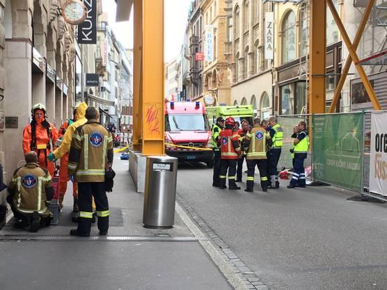 Die Freie Strasse in Basel war am Montagmorgen gesperrt.