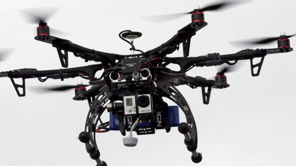 Eine Drohne fliegt über Brigham City im US-Bundesstaat Utah.