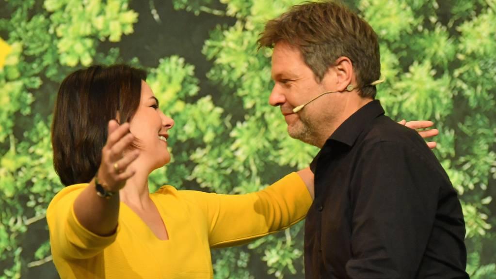 Annalena Baerbock und Robert Habeck sind als Vorsitzende der Grünen in Deutschland im Amt bestätigt worden, mit überraschend guten Resultaten.