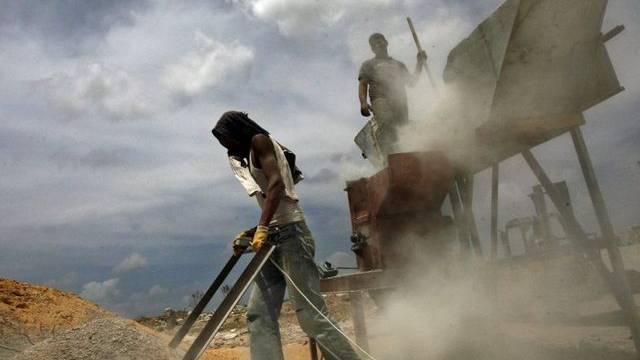 Palästinenser arbeiten für den Wiederaufbau im Gazastreifen