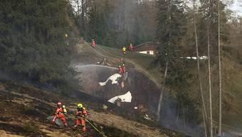 Feuerwehrleute verhinderten, dass aus einem Flur- ein Waldbrand wurde.