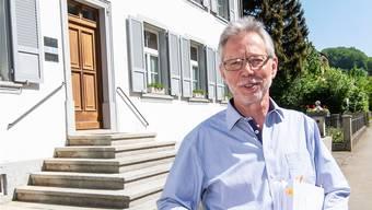 «Es geht mir um die Unwilligen und die Bequemen»: Peter Riebli vor dem Buckter Gemeindehaus. Nicole Nars-Zimmer