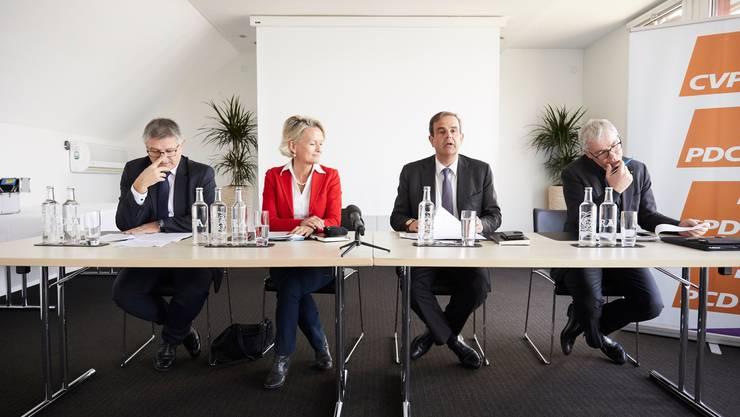 Charles Juillard, Vizepräsident CVP Schweiz (links), Andrea Gmür, Parteipräsident Gerhard Pfister und der Obwaldner Ständerat Erich Ettlin.