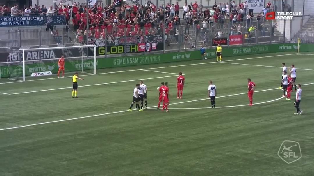 39. Minute: Nach einem Foul von Michael Gonçalves darf sich auch Olivier Jäckle als Torschütze eintragen lassen. Per Penalty schiesst Jäckle das 3:0 für den FC Aarau kurz vor der Pause.