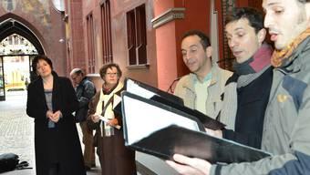 Übergabe der Petition «Keine Musikwüste für Basel» im Hof des Basler Ratshauses.