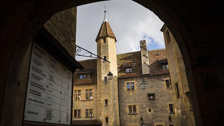 Die Neuenburger Justiz hat einen 40-jährigen Mann wegen der Vergewaltigung seiner Tochter zu einer Gefängnisstrafe von dreieinhalb Jahren verurteilt. (Archivbild).