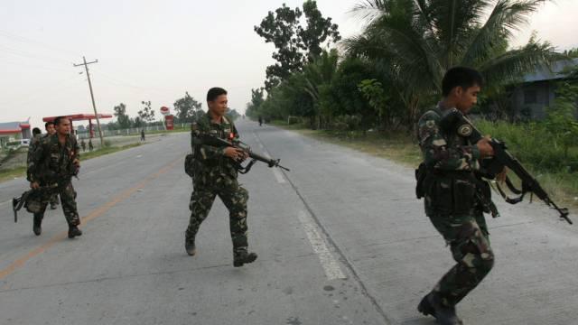 Soldaten auf Patrouille im Süden der Philippinen (Archiv)