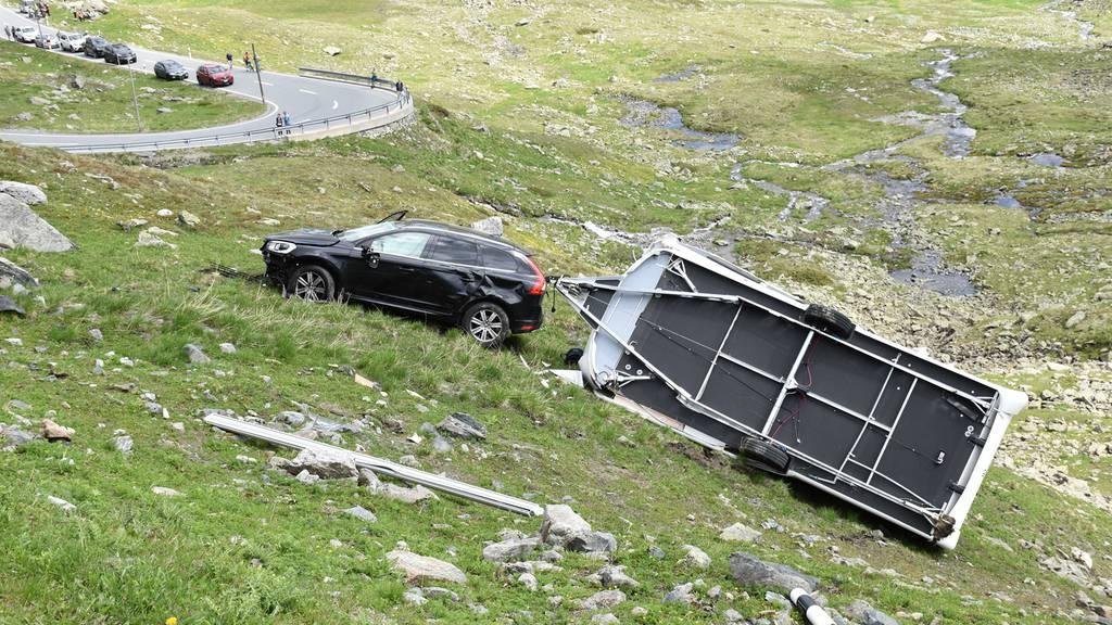 Töfffahrer stirbt nach Kollision auf Passstrasse