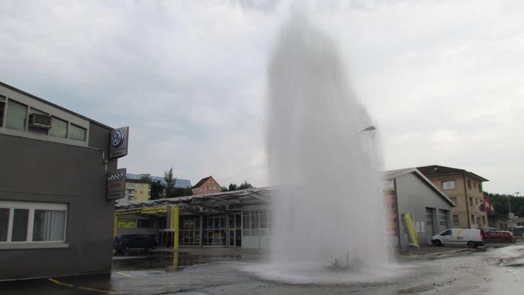 Die Wasserfontäne war gut 15 Meter hoch.