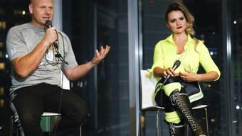 Die Hochseilartisten Nik und Lijana Wallenda äussern sich vor den Medien. (Archivbild)