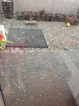 Hagelkörner, die am 8. Juli 2017 in Bottenwil vom Himmel fielen.