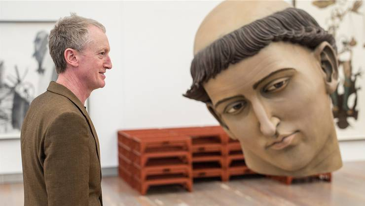 Den heiligen Stephan dürfen Besucher mit Steinen bewerfen. Der arme Kopf wird nach der Ausstellung restauriert werden müssen.