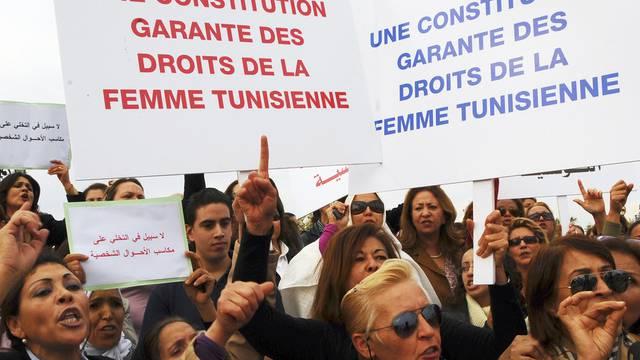 Frauen in Tunis demonstrieren für ihre Rechte