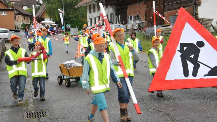 Brucken Aus Feuersteinen Und Frohlichen Menschen Lenzburg Aargau