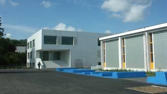 Das Schulhaus Steinmürli anlässlich seiner Eröffnung 2006.