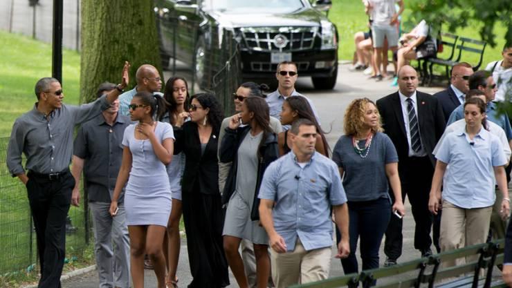 Barack Obama (links), seine Töchter, deren Freundinnen, Schwester, Schwager und ein halbes Dutzend Securities am Samstag im Central Park