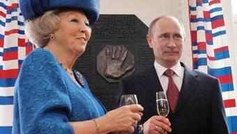 Königin Beatrix von den Niederlanden empfängt den russischen Präsidenten Vladimir Putin