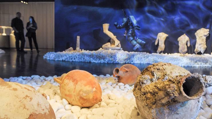 Der Schatz von Antikythera wird im Antikenmuseum ausgestellt. Die simulierte Unterwasserwelt.
