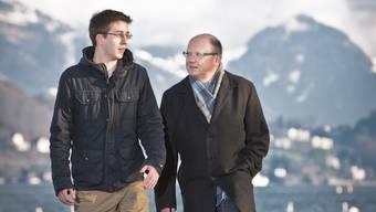 Am Vierwaldstättersee in Luzern: Manuel Bühlmann mit seinem Vater Beat Bühlmann