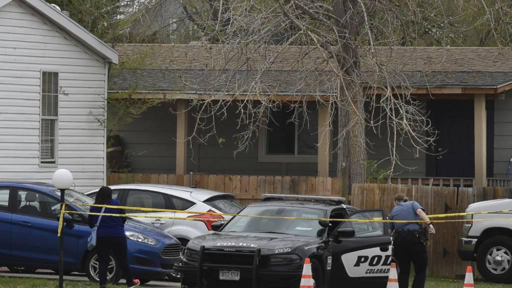 Ein Schütze eröffnete das Feuer auf einer Geburtstagsparty in Colorado und tötete sechs Erwachsene, bevor er sich am Sonntag selbst tötete. Foto: Jerilee Bennett/The Colorado Springs Gazette via AP/dpa