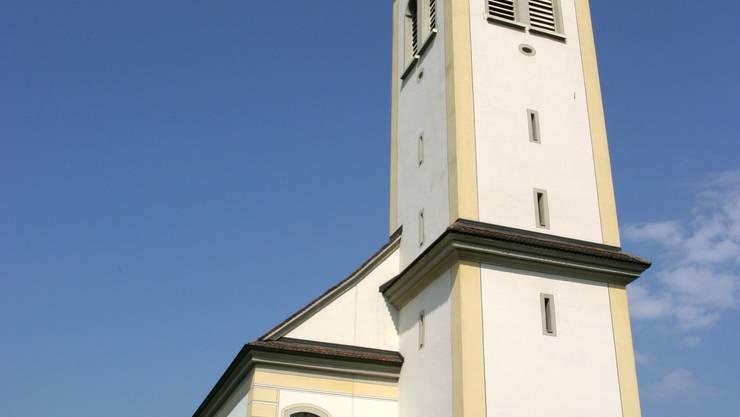 Sanierung nötig: Der Glockenturm der katholischen Kirche in Sarmenstorf. Archiv/pi