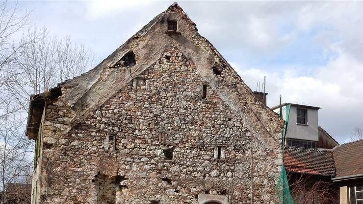 Dem Gebäude am Hinterweg 1 sieht man sein hohes Alter an. zvg