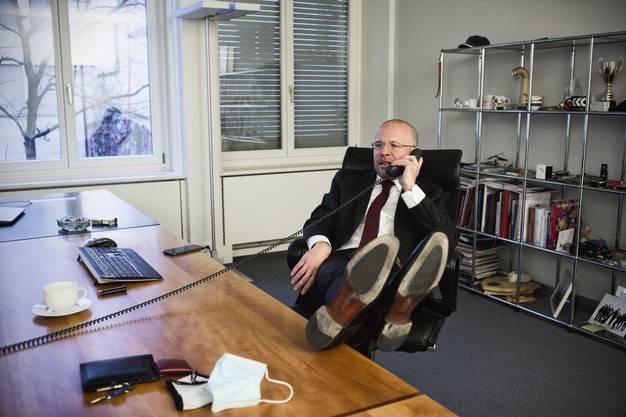 Die Interviews am Sonntagnachmittag erledigte Baschi Dürr in seinem Büro im Justiz- und Sicherheitsdepartement.
