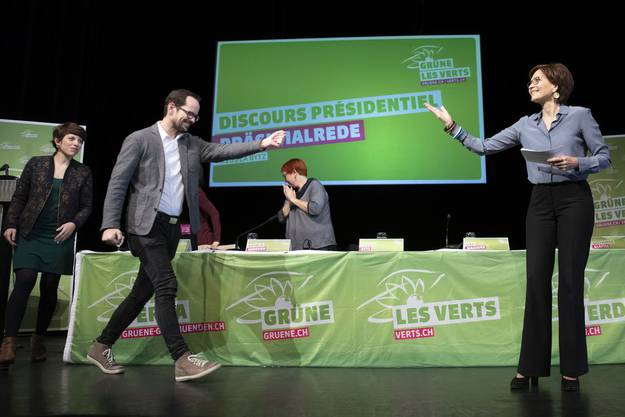 Stabsübergabe bei den Grünen: Regula Rytz übergibt das Präsidium an Balthasar Glättli.