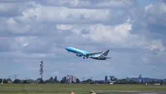 Ein Frachtflugzeug von Amazon hebt am Flughafen Le Bourget in Frankreich ab. Die Prime-Air-Flotte besteht aus über 60 früheren Passagierfliegern (Boeing 737-800). Bild: Nicolas Economou/Imago (21. Juni 2019)