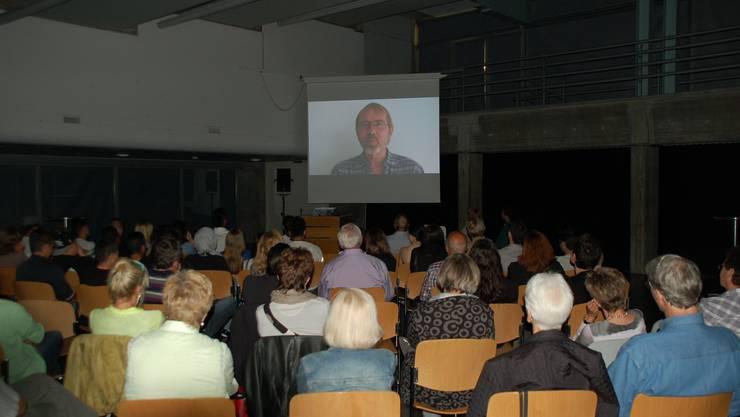 Stephan Jost erzählt im Film über seine Rolle als als Klassenlehrer der Integrations- und Berufsfindungsklasse