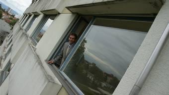 In dieses Gebäude ziehen die Asylsuchenden ein: Guido Speckeer, Dirketor des Felix-Plattner-Spitas, will sich mit den neuen Nachbarn arrangieren