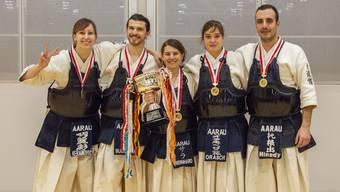 Neuer Schweizermeister: David Bugliani, Melissa Keranović, Veronika Orasch, Sarah Bernhard und Rafael Hinedy jubeln über den Titel.