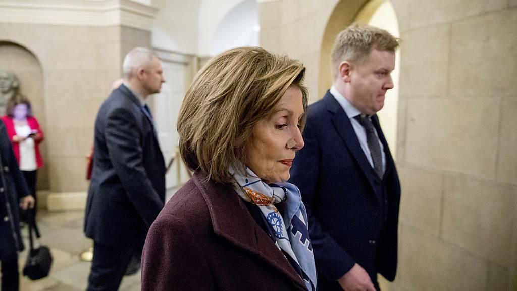 «Er hat uns keine Wahl gelassen»: Nancy Pelosi, Speakerin des Repräsentantenhauses auf dem Weg zur Verhandlung über die Aufnahme eines Amtsenthebungsverfahrens gegen US-Präsident Donald Trump.