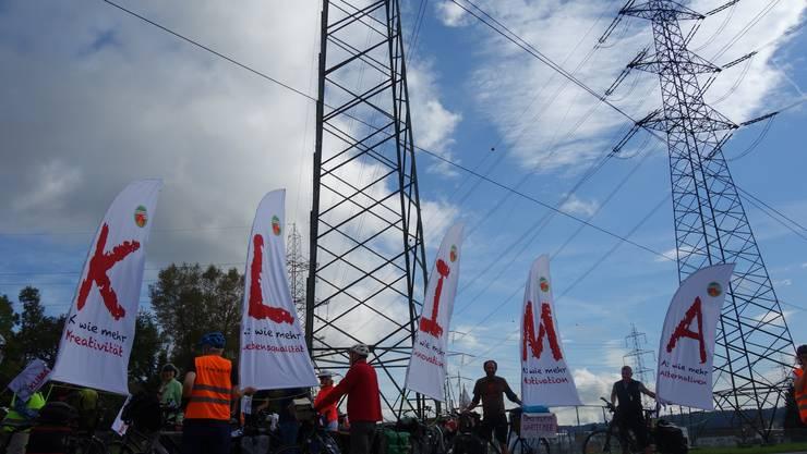 Die 25-köpfige Velogruppe aus Basel und Aarau auf dem Weg durch den Energiekanton an die Klimademo in Bern.